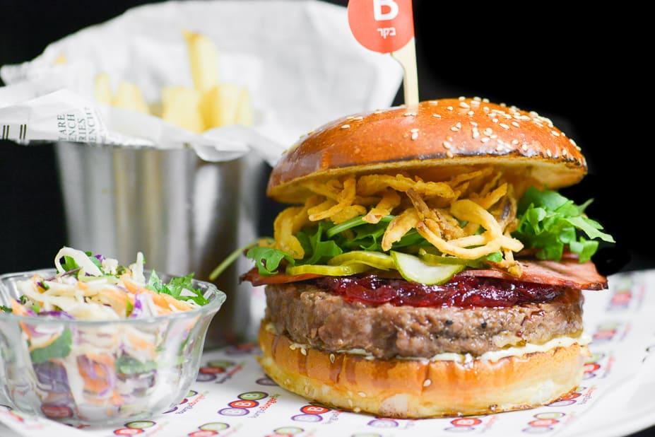רשת המסעדות BBB מנת המבורגר צילום קונספטיק