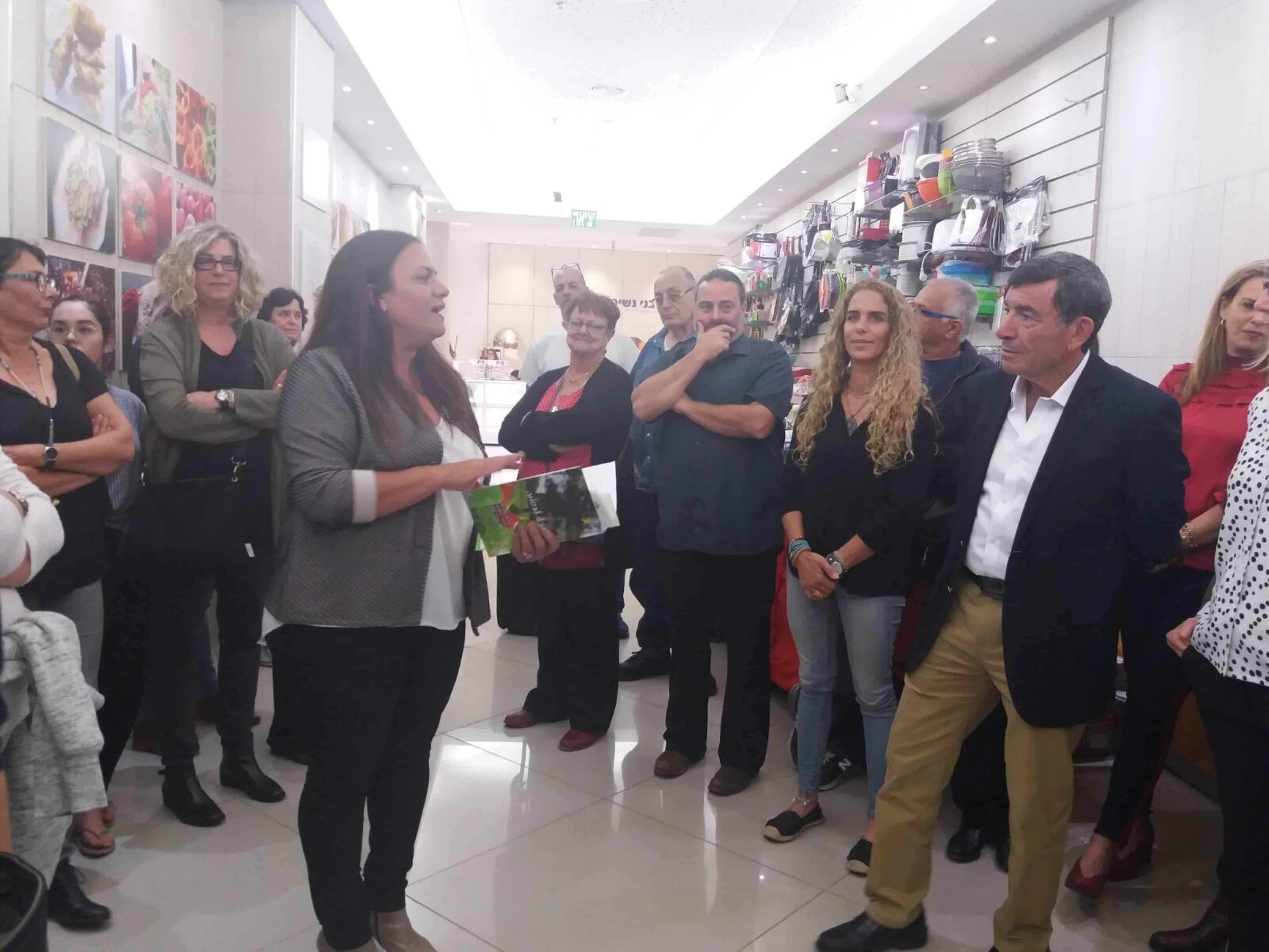 ראש עירייתנס ציונה יוסי שבו בתערוכת אוכל לנשמה קניון עופר קניותר צילום יחצ (8) (Custom)