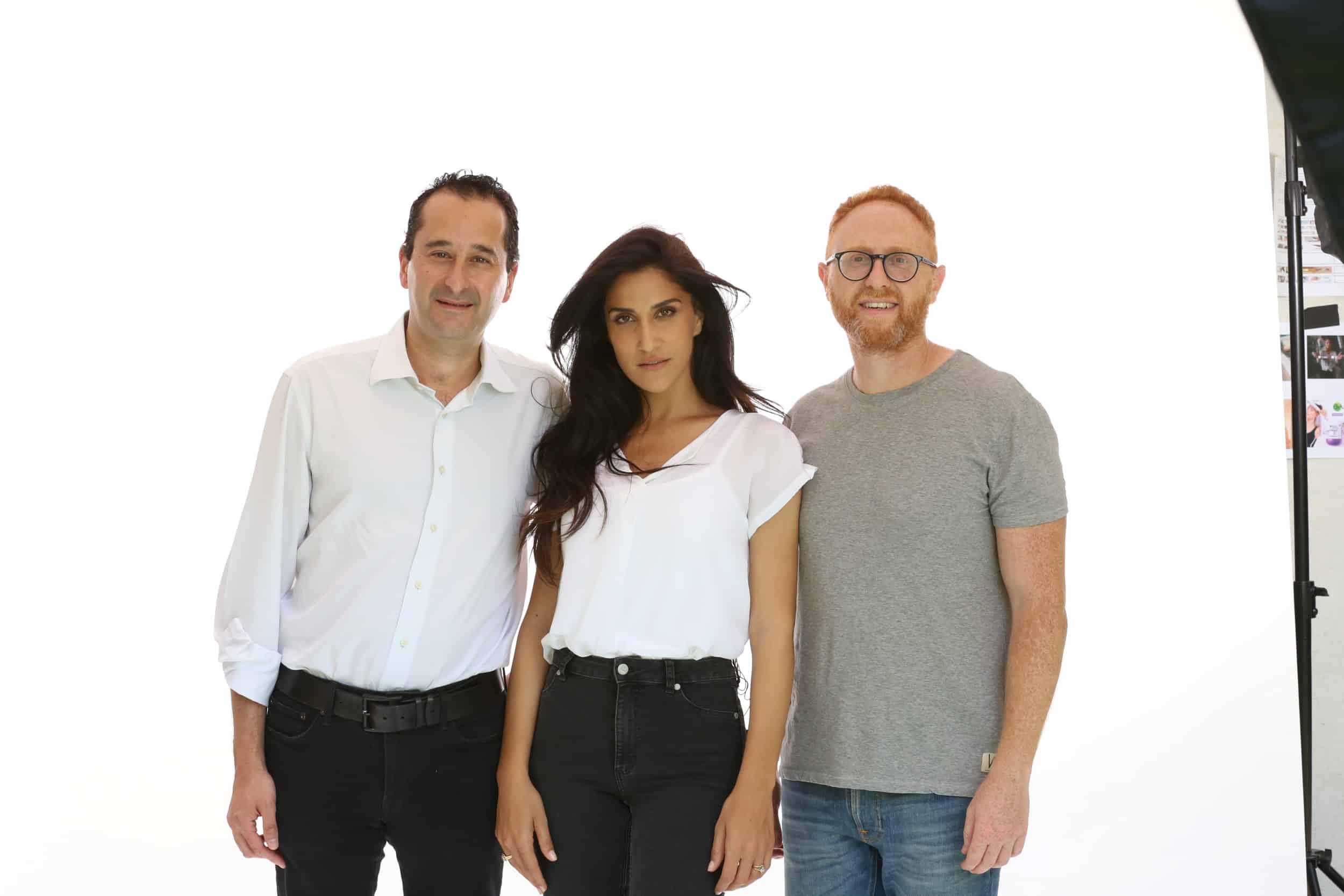 מאור חן מנכל מקאן דיגיטל, מגי אזרזר ואילן נקש מנהל חטיבת מוצרי צריכה בלוריאל ישראל בצילומים לקמפיין גרנייה צילום גבע טלמור (2)