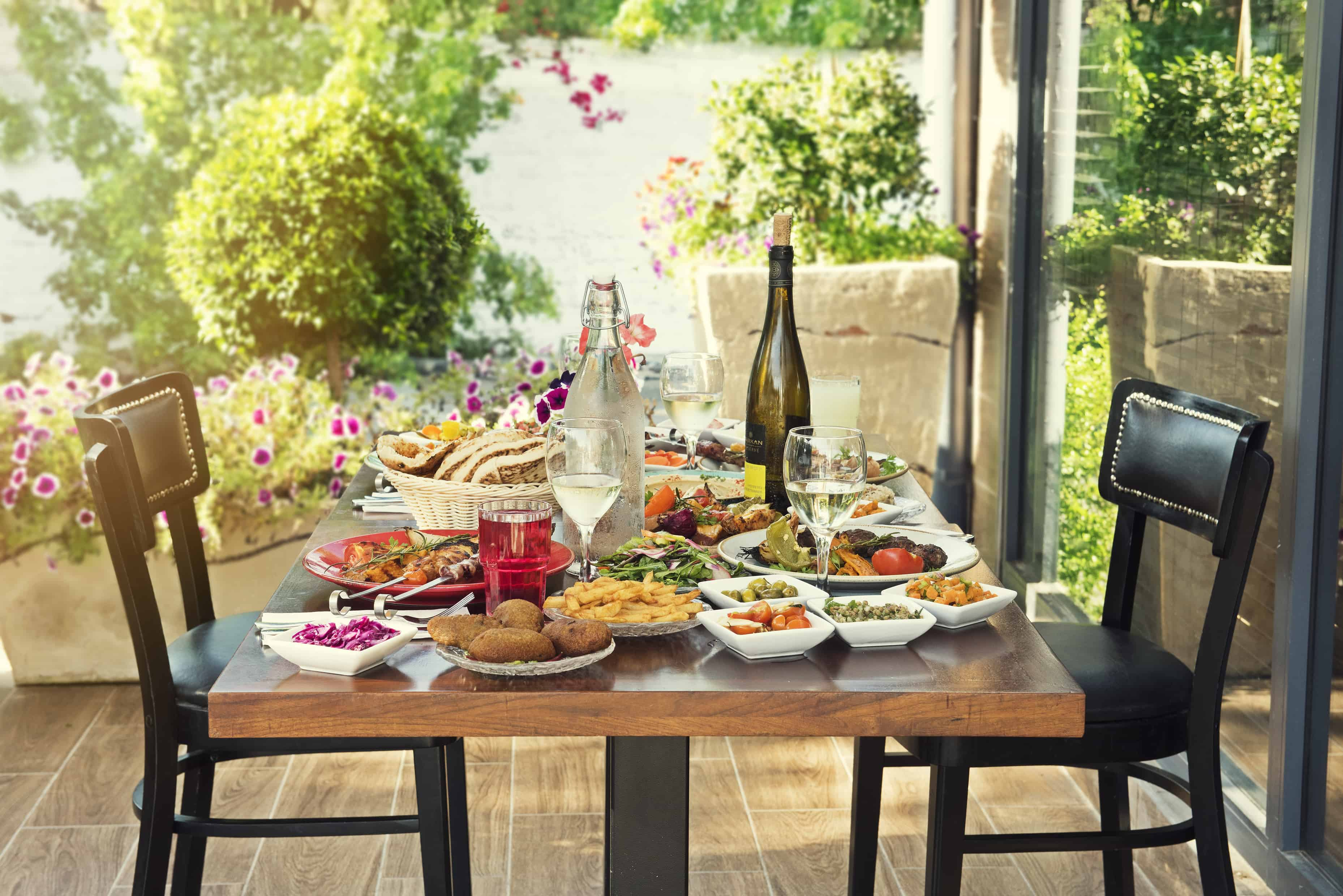 מסעדת זויה מזמינה אתכם לחגוג את ליל הסדר. צילום סטס קורינסקי